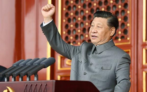 中国共産党創建100年を記念する祝賀大会で演説する習近平国家主席(北京の天安門)=新華社・共同