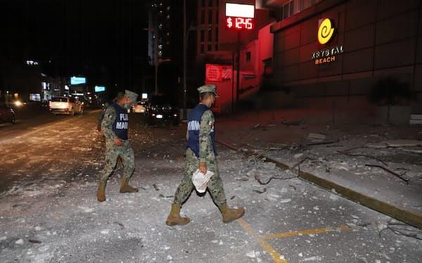 地震では建物などが被害を受けた(7日、メキシコ南部アカプルコ)=AP