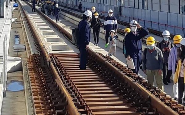 20年11月には武雄温泉駅で線路を歩くイベントを実施している