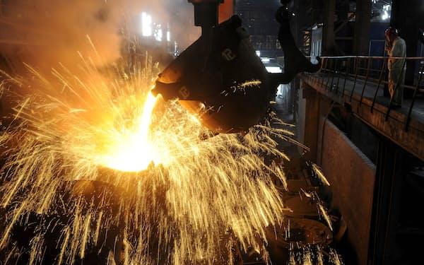 資源高が中国国内の素材価格を押し上げ(安徽省の鉄鋼プラント)=ロイター