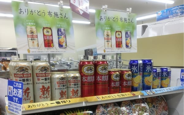 店内では「ありがとう布施さん」と記したポスターをゆかりの商品とともに並べた