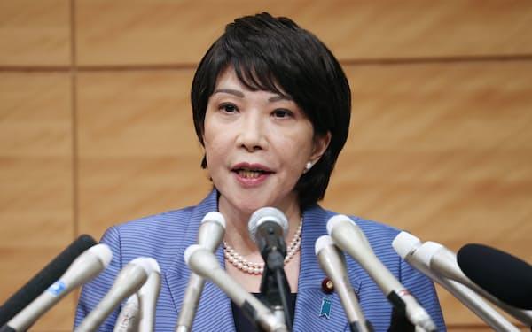 自民党総裁選への出馬表明をする高市氏(8日、国会内)