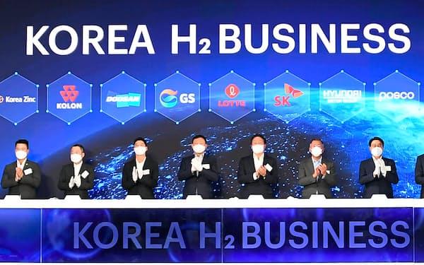 加盟社トップが発足式に集まった(8日、ソウル市近郊)