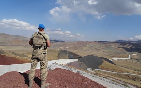 トルコ・イラン国境では壁の建設が進む(8日、トルコ東部ワン県)