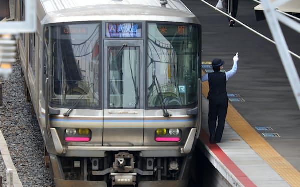 新快速はJR西日本の関西圏で通勤輸送を担う代表的な列車である。東海道、山陽、北陸、湖西、赤穂の各線を結び、定期券の利用者も多いのだが…