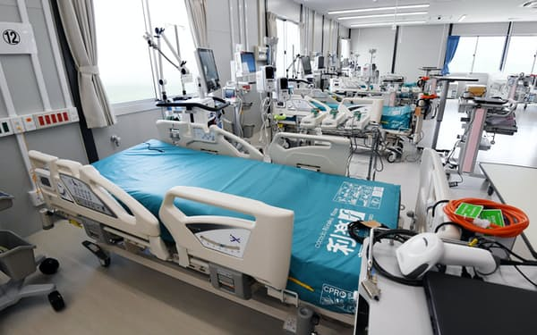 報道陣に公開された「大阪コロナ重症センター」(9日、大阪府大東市)