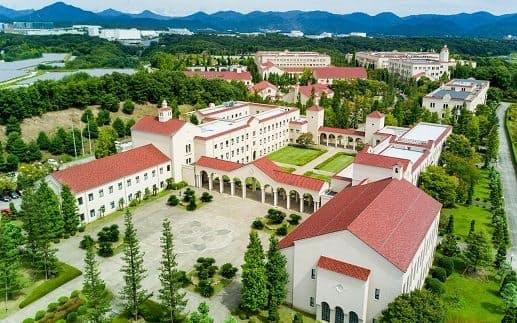 兵庫県は関西学院大学が提供するAI教育プログラムなどの受講料補助を検討する(関西学院大学神戸三田キャンパス=兵庫県三田市)