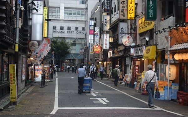 東京都のモニタリング会議では繁華街の夜間滞留人口が減少と指摘された(9日、東京都新宿区)