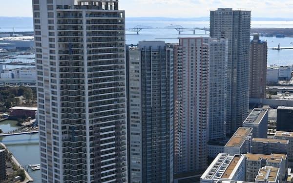 湾岸部に並ぶタワーマンション