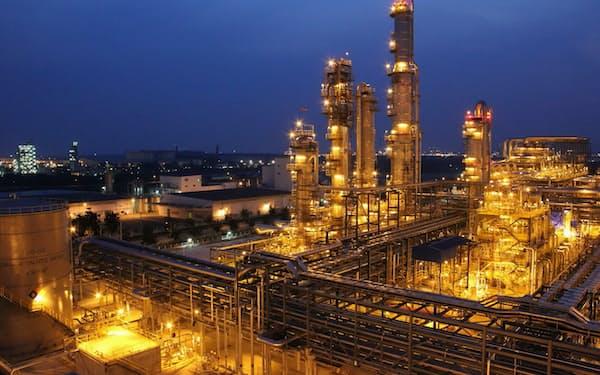 旭化成は樹脂原料であるANの生産能力を年間100万㌧に伸ばす(写真はタイの生産拠点)