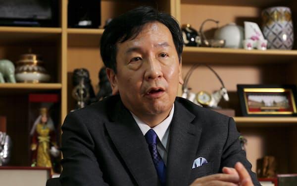 インタビューに答える立憲民主党の枝野幸男代表(9日)