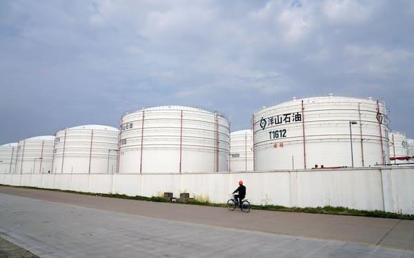 上海市にある貯蔵タンク=ロイター