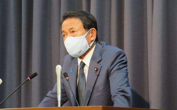 記者会見する麻生太郎財務相(21年9月7日)