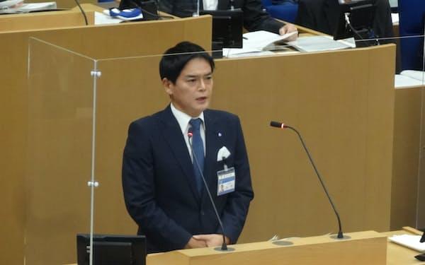 IR誘致撤回を宣言した山中市長(10日、横浜市)