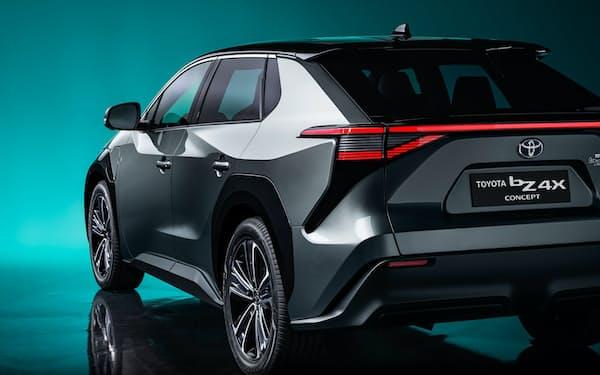 トヨタ自動車が2022年に発売予定の電気自動車(EV)「bZ4X」。同社は車載電池に2030年までに1.5兆円投資すると発表した(出所:トヨタ自動車)