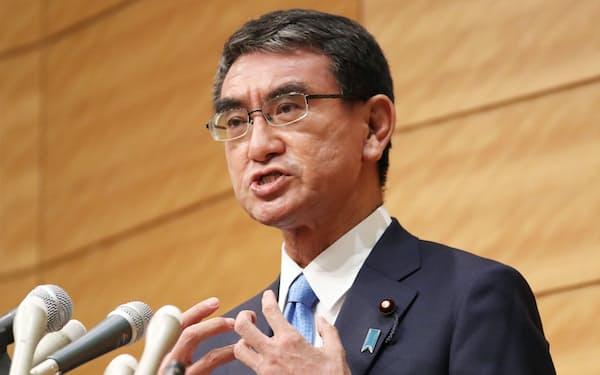 自民党総裁選への立候補を表明する河野太郎規制改革相(10日、国会内)