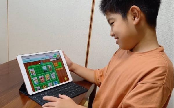 本をランダムで提案するなど、子どもが読書を楽しめる機能を実装している