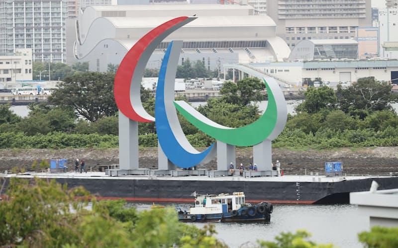 撤去されるパラリンピックのモニュメント(6日午前、東京・お台場)