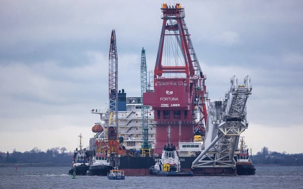 ノルドストリーム2のパイプライン敷設工事に使われた作業船=AP