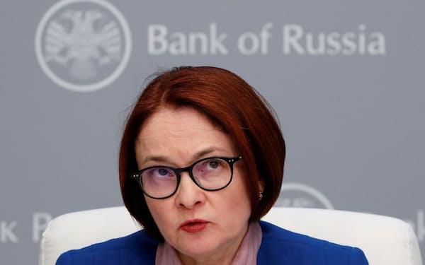 5会合連続の利上げを決めたロシア中央銀行のナビウリナ総裁=ロイター
