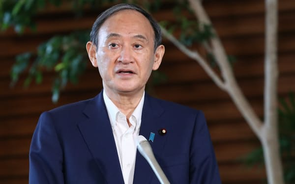 首相官邸で取材に応じる菅首相。自民党総裁選への不出馬を表明した(3日)