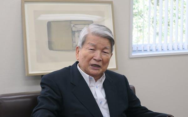やなぎさわ・はくお 東大法卒、旧大蔵省(現財務省)へ。80年、初当選。金融担当相や厚生労働相を歴任。09年に政界引退、衆院当選8回。静岡県出身、86歳。