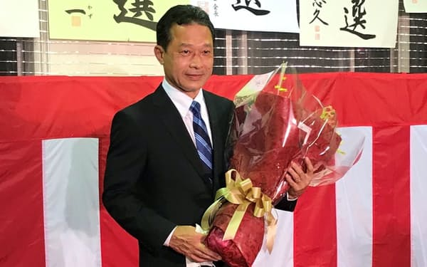 三重県知事選で一見勝之氏が初当選を果たした(12日、津市)