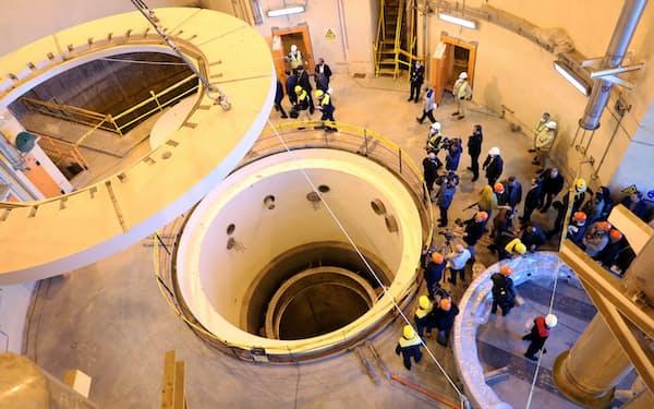 イランは核合意の義務からの逸脱を拡大している(2019年12月、西部アラクの重水炉)=WANA・ロイター