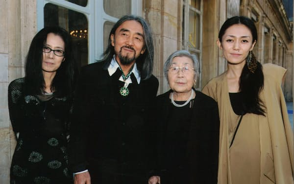 仏芸術文化勲章コマンドールを受章(2011年)