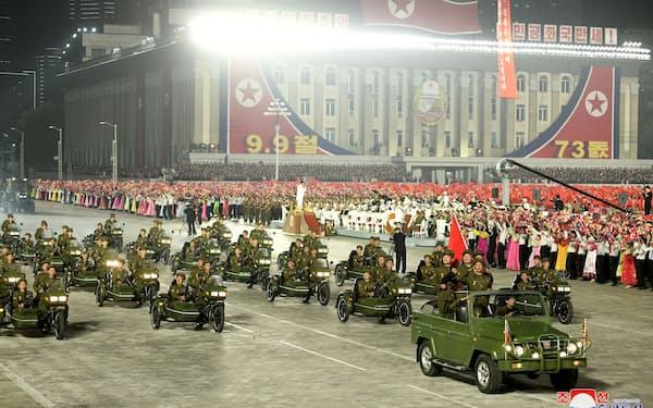 9日の軍事パレードは民兵や警察の武力組織が主体で弾道ミサイルは登場しなかった(平壌)=ロイター