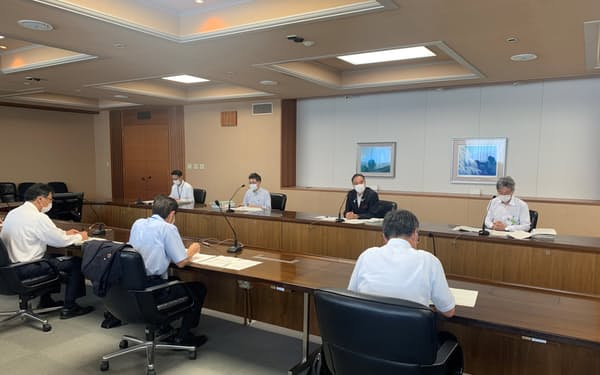 行動制限の緩和などを検討する(13日、長野県庁)