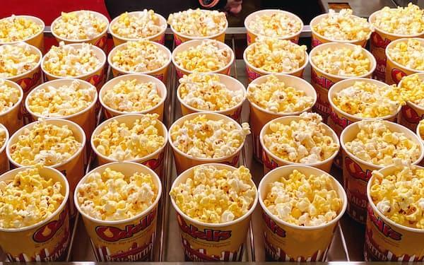 同時公開による興収減が映画館の課題になっていた(写真はイメージ)