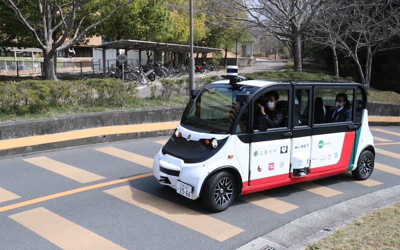 広島大学構内を走る自動運転のシャトルバス