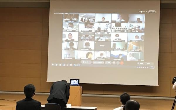経済産業省など関係省庁と東京電力によるリモート説明会が開かれた(茨城県庁、14日)