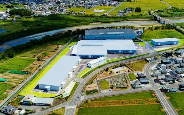 工場の集約により生産や輸送を効率化する
