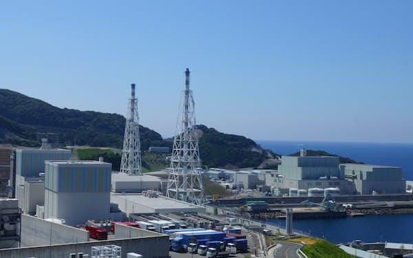 規制委の安全審査に合格した中国電力の島根原子力発電所(左手前が1号機、奥が2号機、右が3号機)
