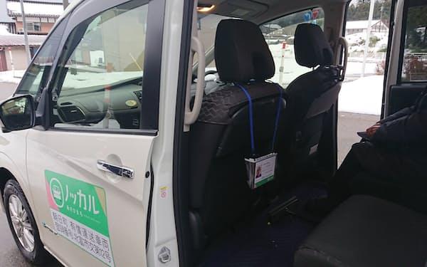 「ノッカル」を1人で使う場合は600円、相乗りは400円かかる。ステッカーを付けた町民の自家用車で送迎する(富山県朝日町)