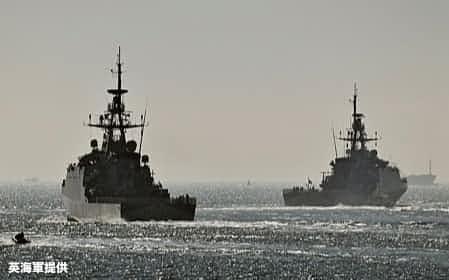 英国がインド太平洋に5年間常駐させる哨戒艦2隻は9月上旬に英国を出発した=英海軍提供