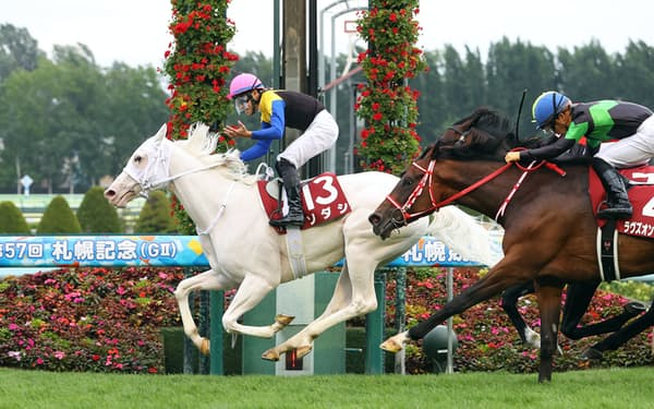 札幌記念で年長のGⅠ勝ち馬3頭を抑えて快勝したソダシ=JRA提供