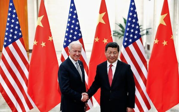 米中首脳会談開催の見通しは立っていない(2013年、北京でバイデン氏㊧が米副大統領時代に会談した習主席)=ロイター