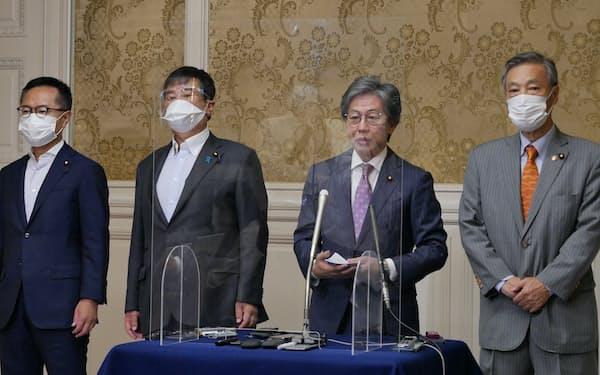 立憲民主党の安住淳国対委員長(中央右)