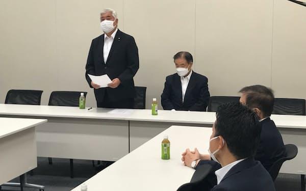 谷垣グループの会合であいさつする中谷元代表世話人(15日、国会内)