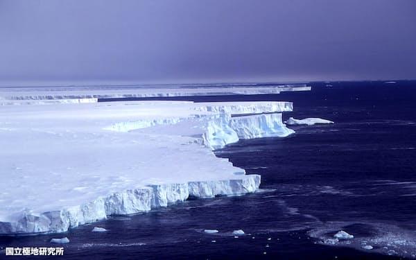 南極・ブライド湾の棚氷(国立極地研究所提供)