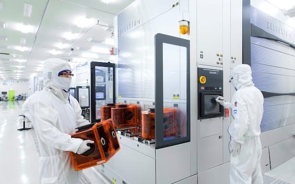 半導体需要が高まり、製造装置市場が急拡大している(東京エレクトロンの工場内)