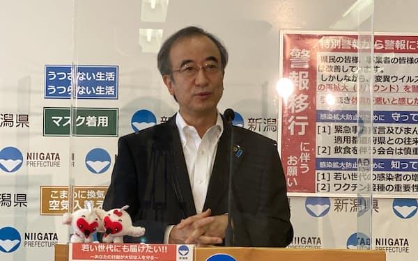 記者会見する花角知事(15日、新潟県庁)