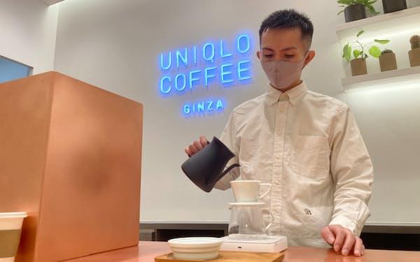 ユニクロ初のカフェも導入する(15日、東京都中央区の「ユニクロ銀座店」)