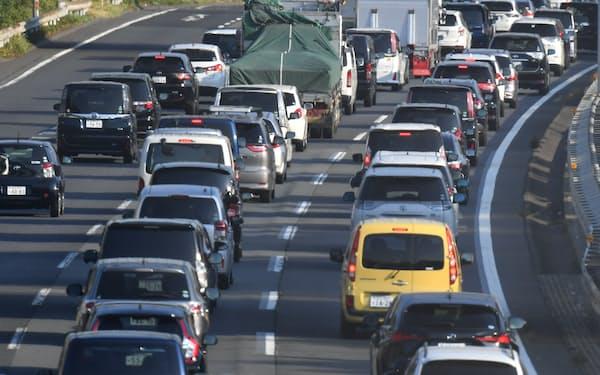 渋滞する関越自動車道