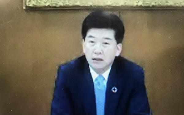 オンライン会見する地銀協の柴田会長
