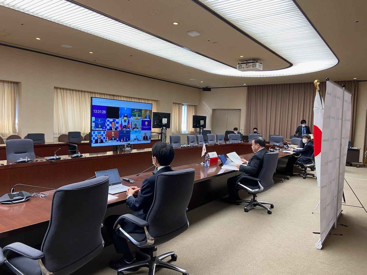 会合で梶山経産相は寸断した供給網の再構築にはワクチンの接種拡大が不可欠と発言した(15日、経産省)