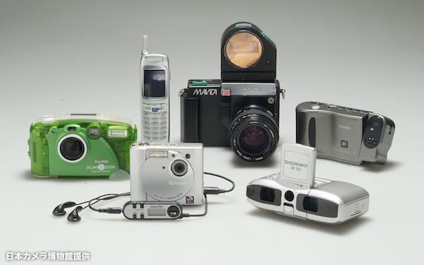 登場し始めたデジタルカメラ=日本カメラ博物館提供